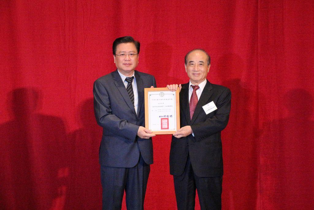 2. 聘任前立法院長王金平為商總名譽理事長